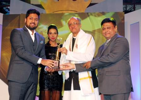 Receiving the ET Bengal Corporate Award for Fastest Growing Company 2016
